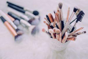 Balancing eye makeup and allergies using kinesiology